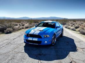 福特通过赠送标志性的Mustang Kona Blue为医学研究筹集资金