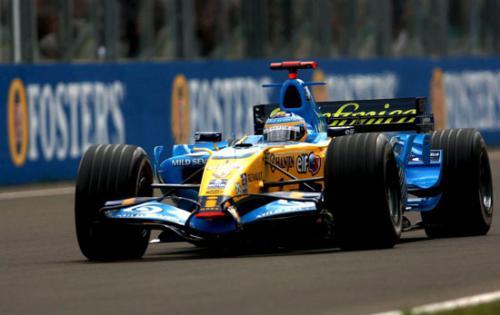 雷诺F1车队展示了它的车型 对改进发动机寄予厚望