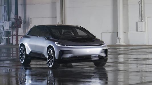 法拉第未来展示了第一台预生产FF91