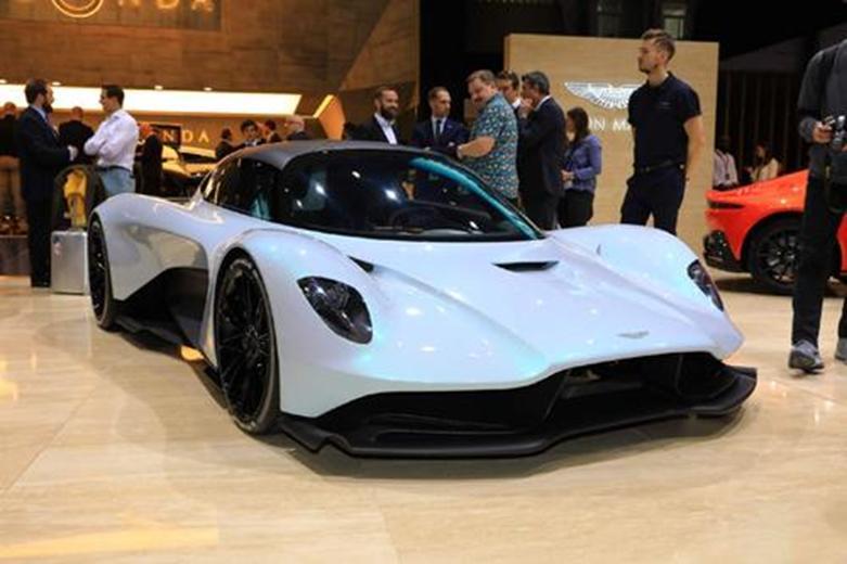 阿斯顿·马丁进入中置发动机超级跑车市场的下一步行动得到了证实。