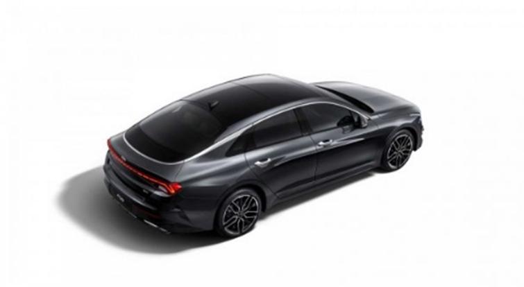 起亚今天发布了全新Optima轿车的外部图像