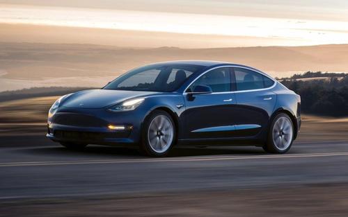 特斯拉Model S拍摄制动准备启动马车的尾巴