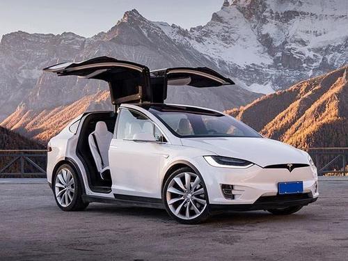 特斯拉Model X在令人叹为观止的渲染中全面对抗超级跑车