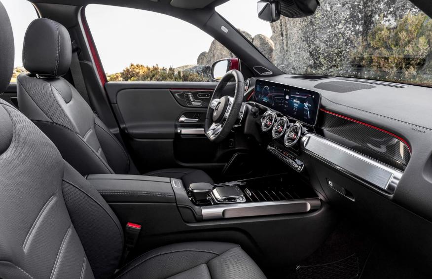 2021 Mercedes-AMG GLB 35挤入三排运动紧凑型SUV队列