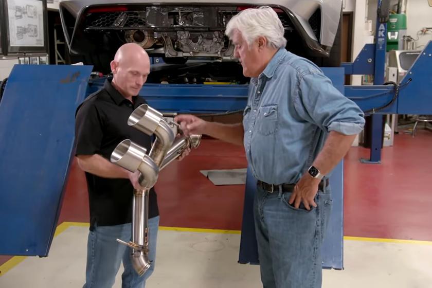 杰伊·莱诺(Jay Leno)用钛排气管升级了福特GT
