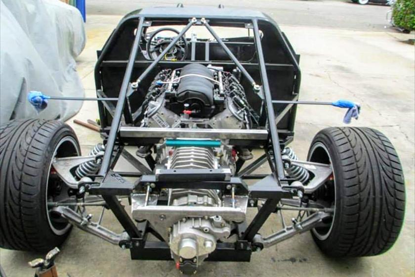 基于克尔维特(Corvette)的套件车看起来像是一辆廉价超级跑车