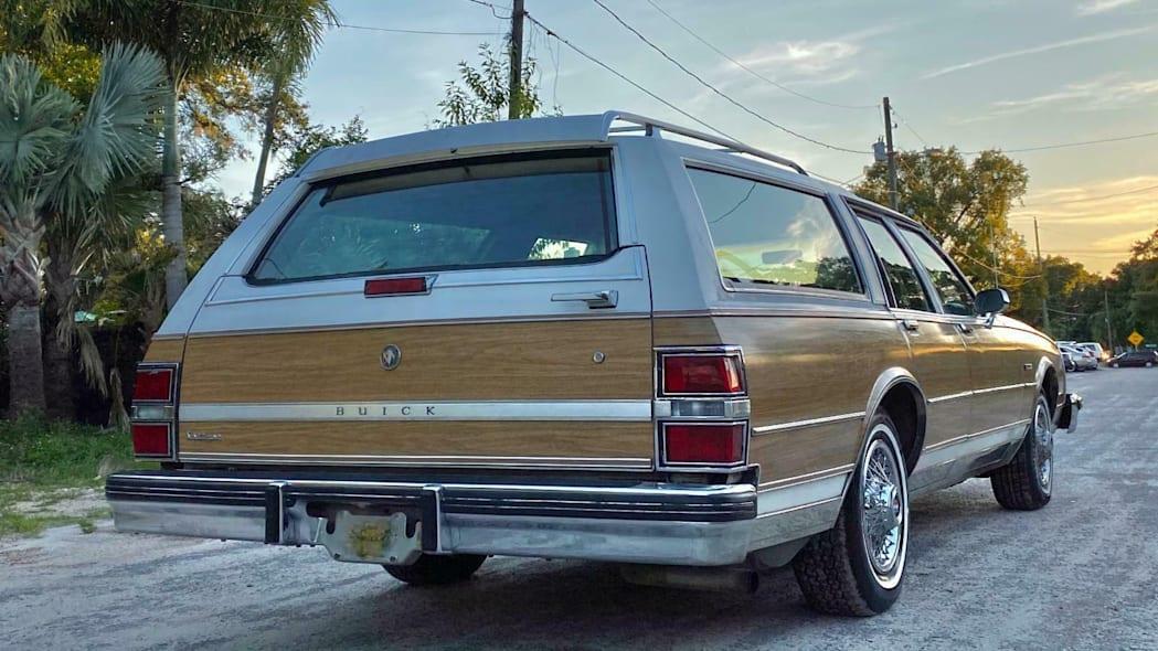 这款1988年的别克LeSabre Estate Wagon看起来像是四边形的讨价还价