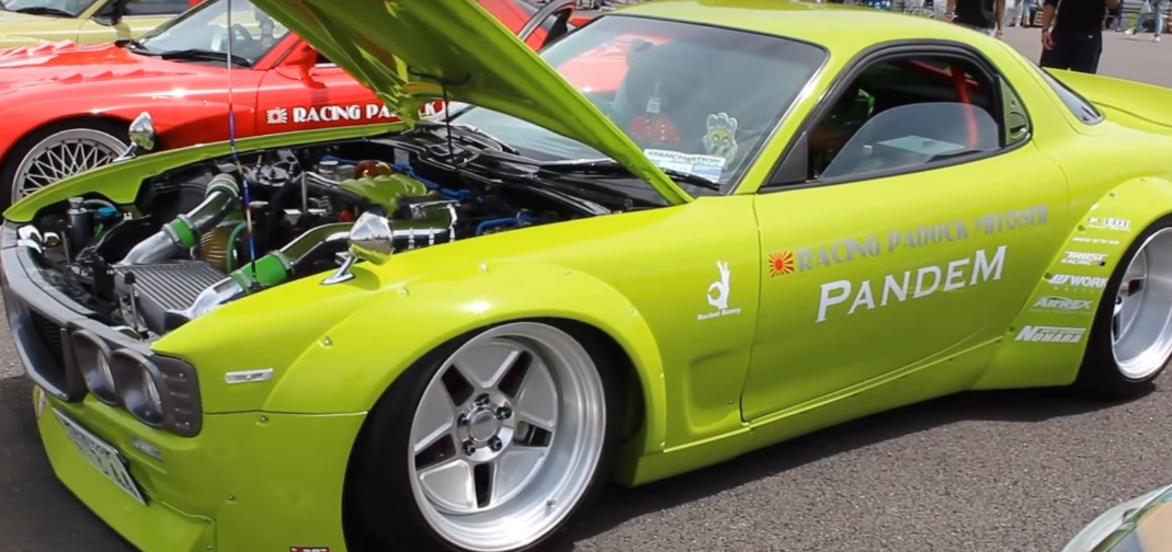 Pandem Mazda RX-7看起来像RX-3