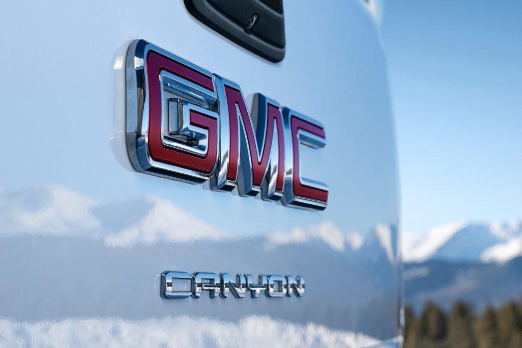 2021 GMC峡谷将配备新的运动吧和照明套件