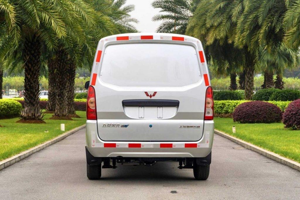 五菱荣光电动车是品牌首款电动小型货车