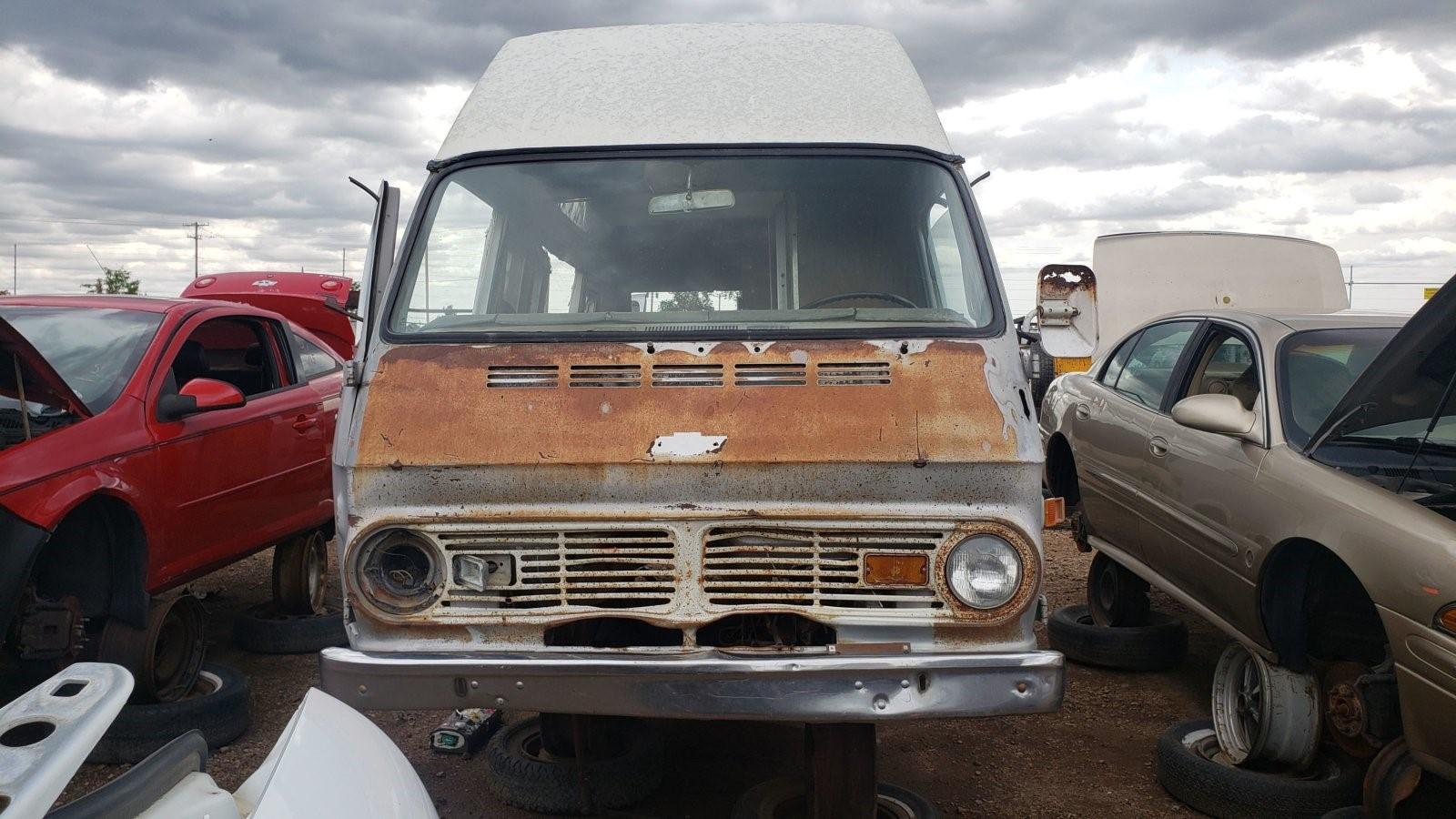 垃圾场宝石:1969雪佛兰ChevyVan 108 Camper
