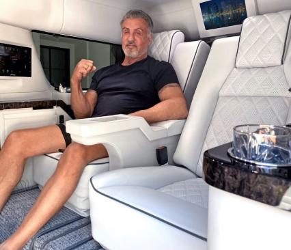 西尔维斯特·史泰龙(Sylvester Stallone)正在出售其定制的全新凯迪拉克凯雷德ESV