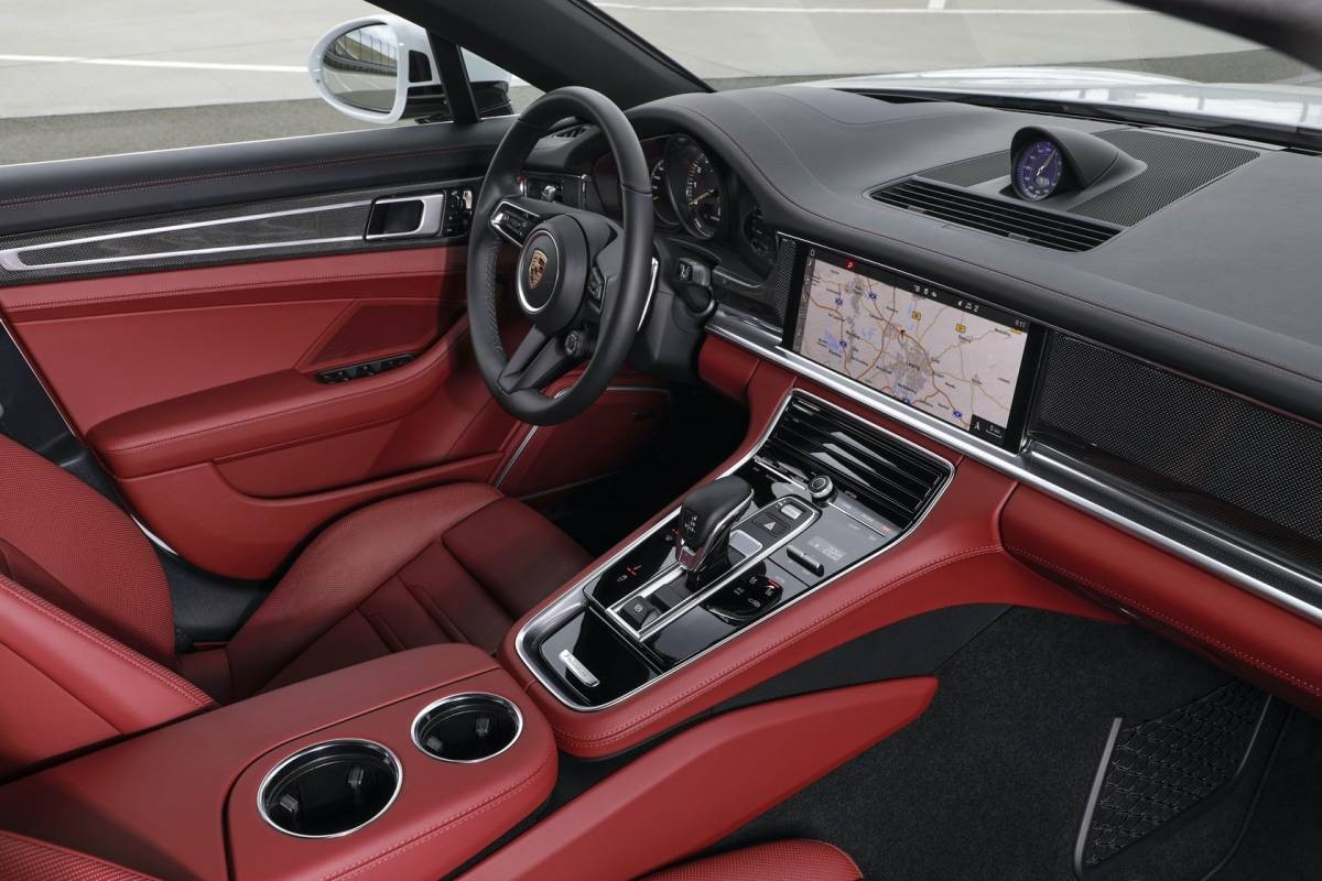 2021年保时捷Panamera增加了新的涡轮增压S和强大的插电式混合动力