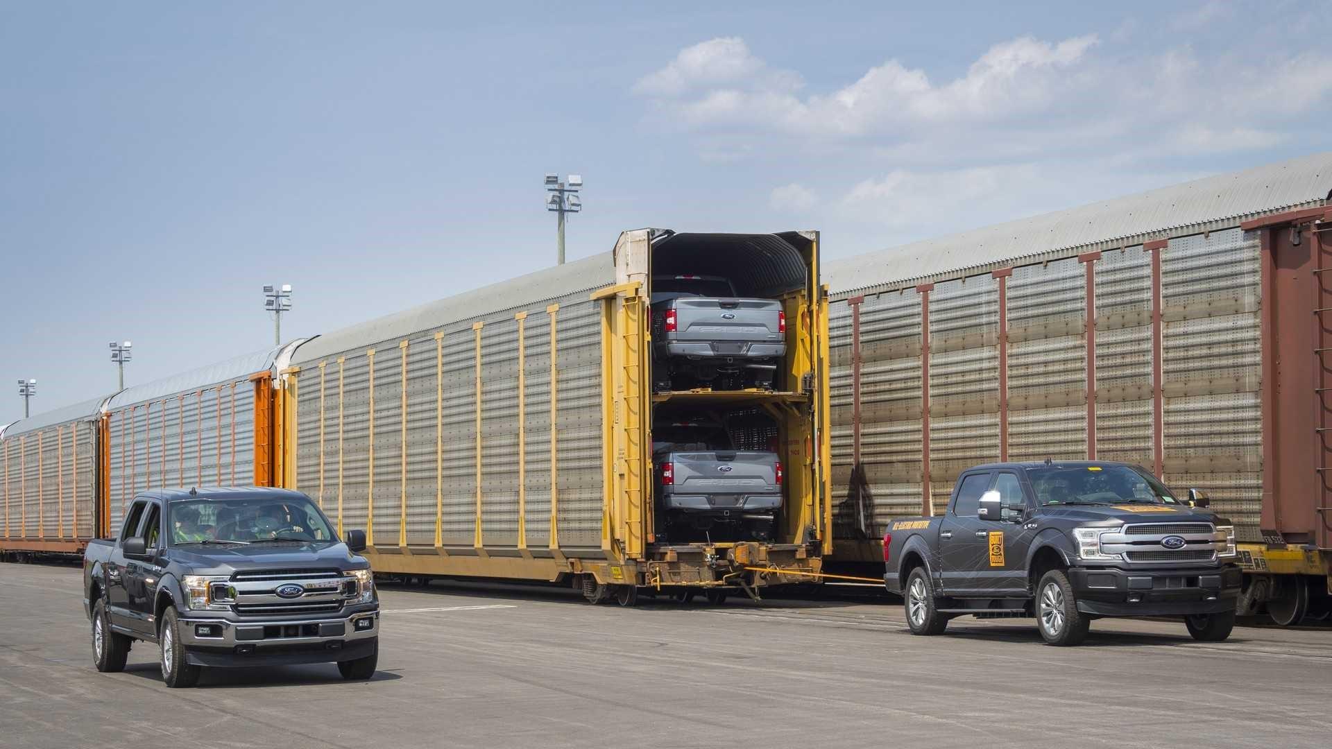电动福特F-150将有一个巨大的引擎,两个有负载动力的马达