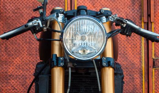 定制的铃木GSX-R750进行了改装