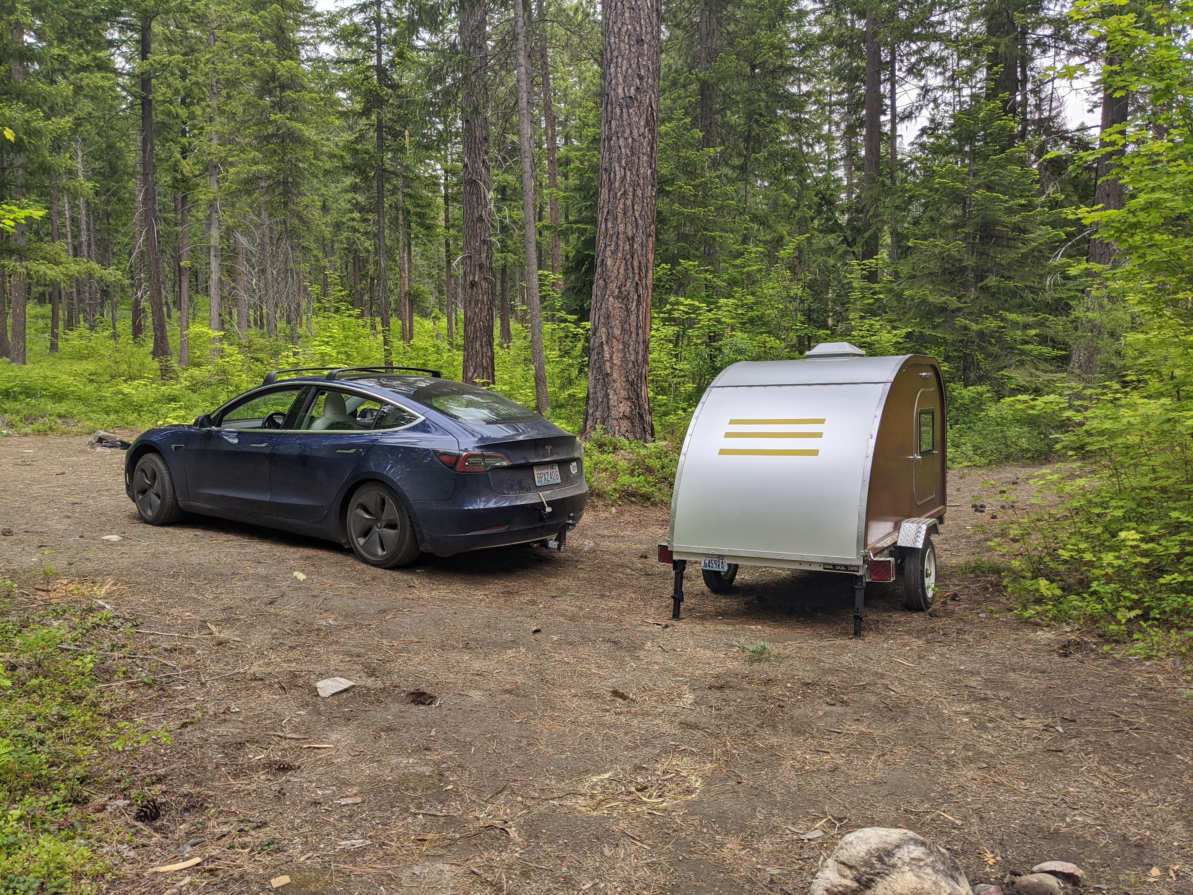 特斯拉Model 3远程AWD:拖曳泪滴露营者