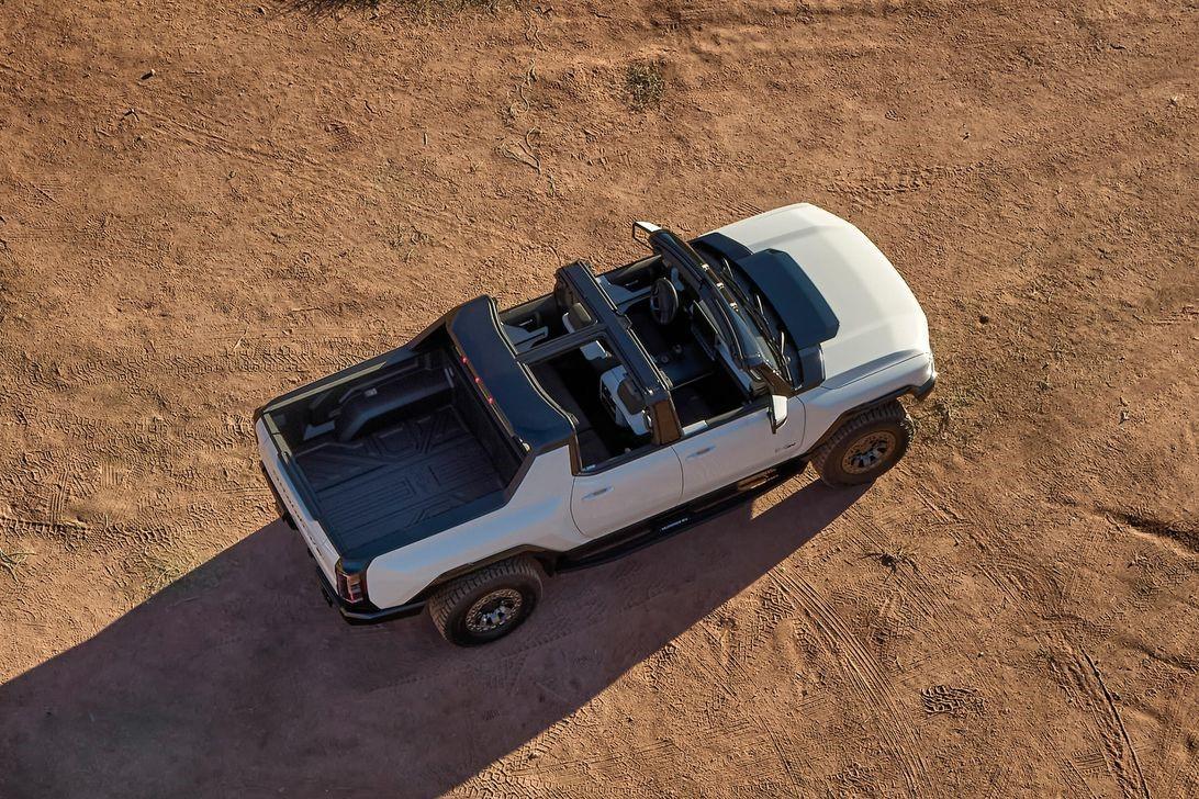 GMC悍马EV的无限屋顶使它成为唯一的敞篷皮卡