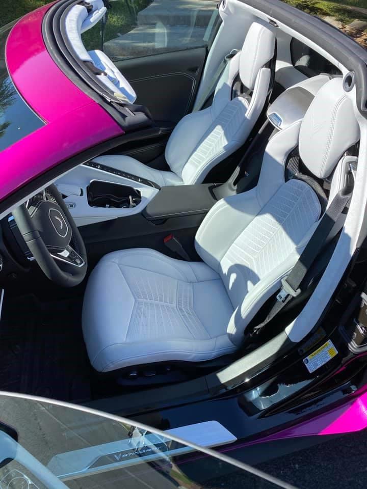 涂层布衣服_C8克尔维特用明亮的紫红色乙烯基包装_汽车信息网