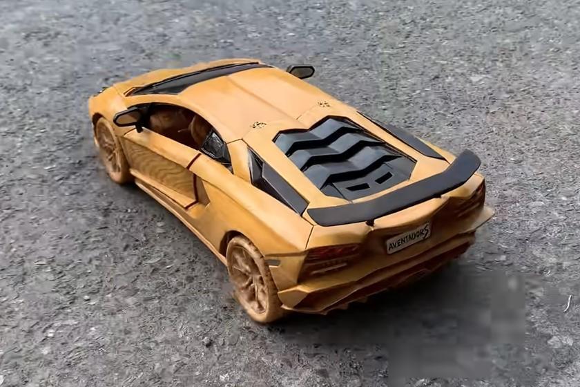木制兰博基尼Aventador S令人惊讶的细节